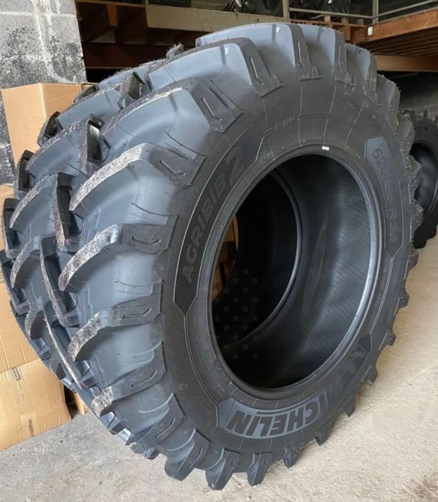 Photo pneu de tracteur 3/4